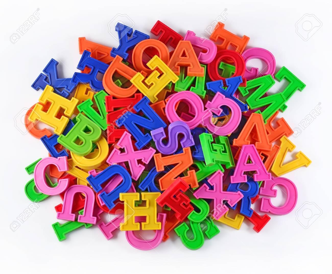 Montón De Letras Del Alfabeto De Colores De Plástico Sobre Un ...