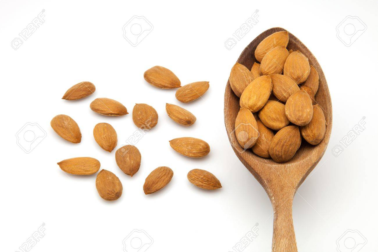 bare almonds ready to eat Stock Photo - 15442268