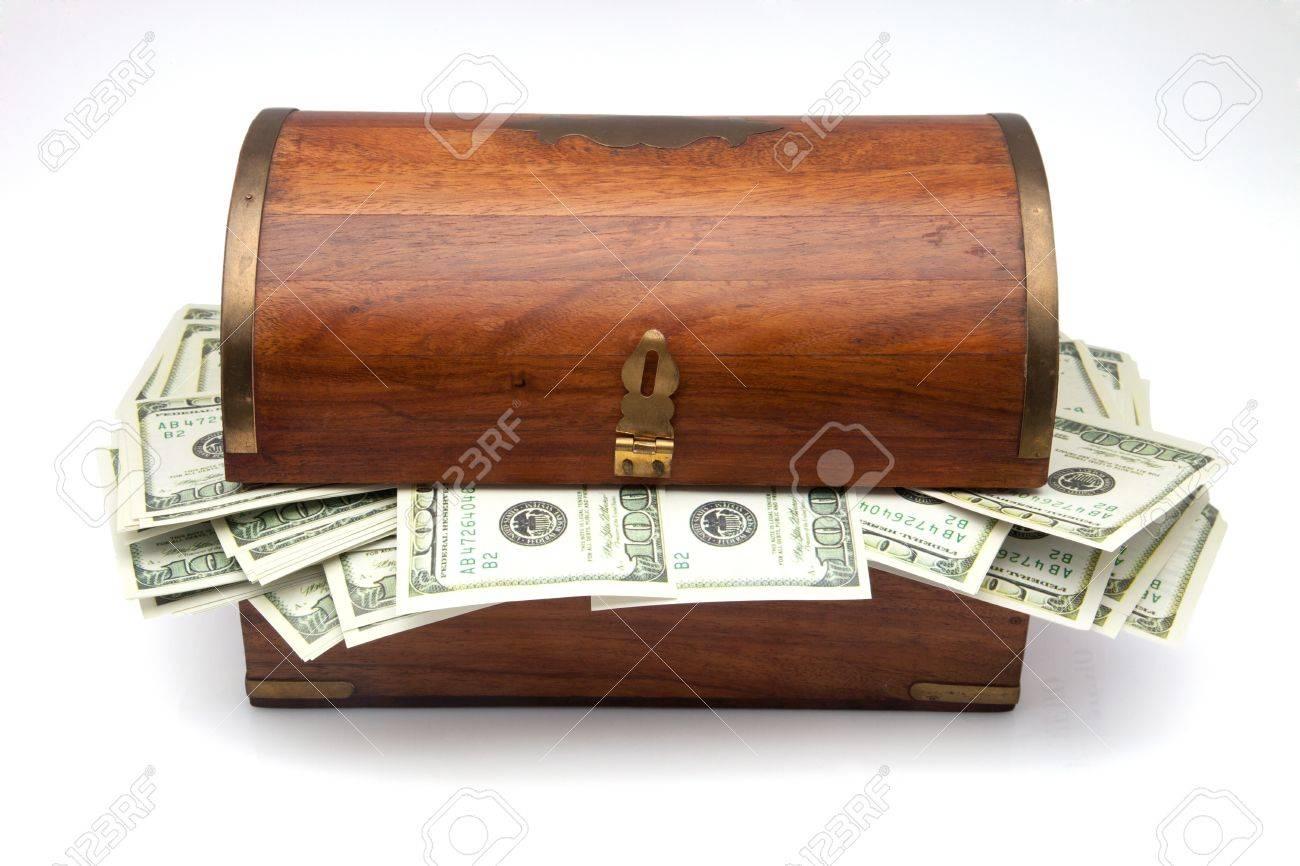 С днем рожденья Елька! 22149651-wooden-chest-with-hundred-dollars