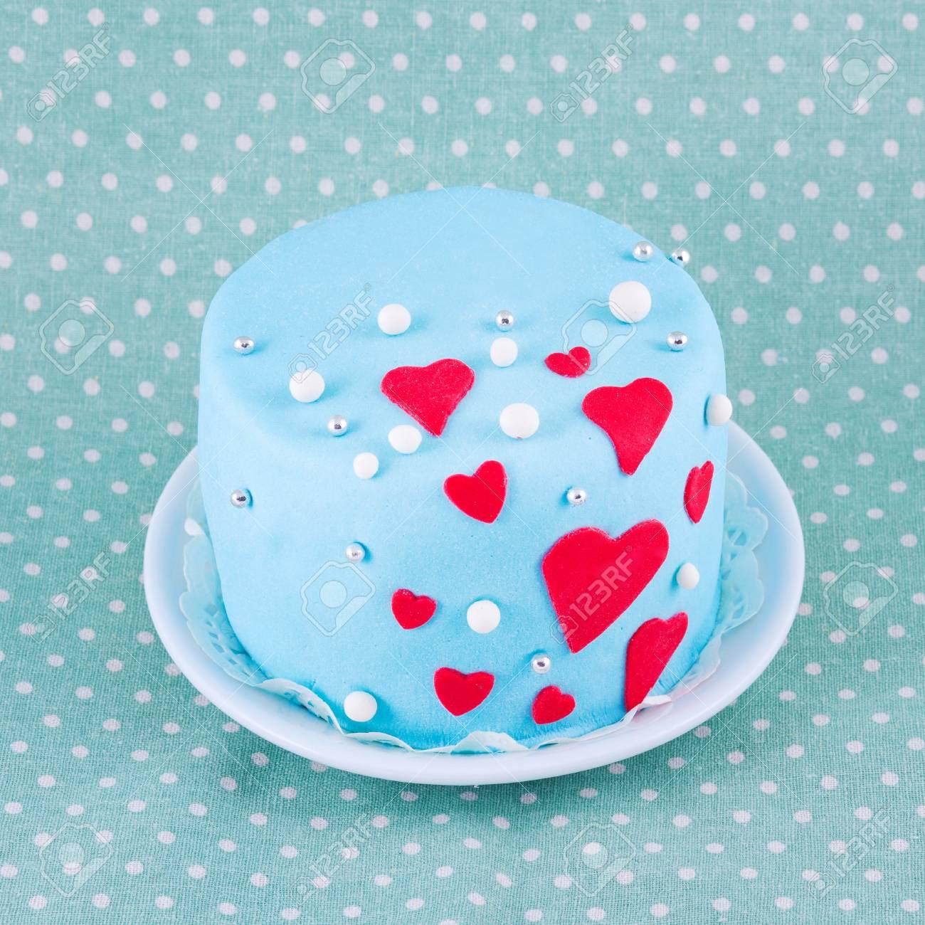 Blaue Kuchen Fur Valentinstag Mit Herzen Lizenzfreie Fotos Bilder