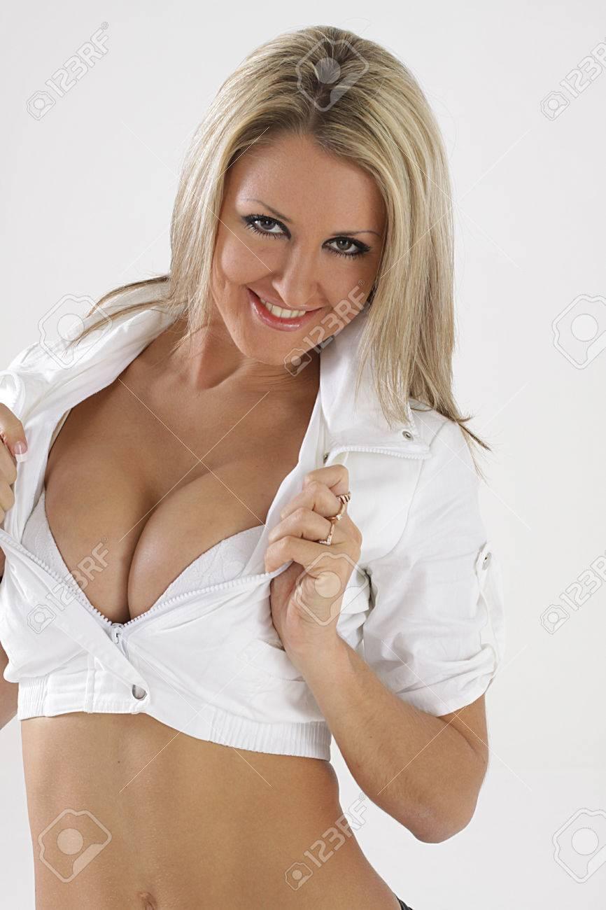 Melissa joan hart braless