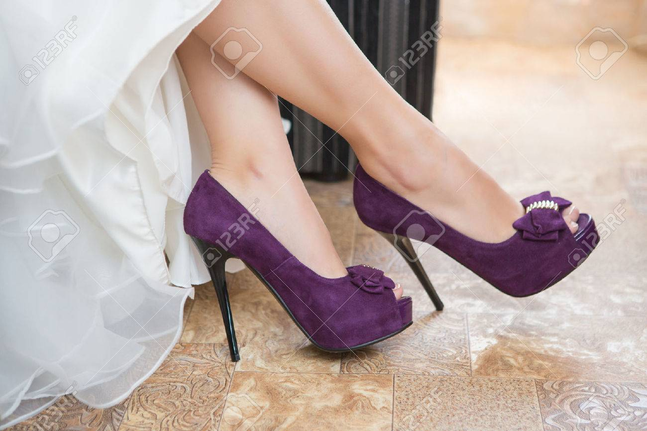 Beau Purple Wedding Shoes On The Feet Of The Bride Stock Photo   45942751