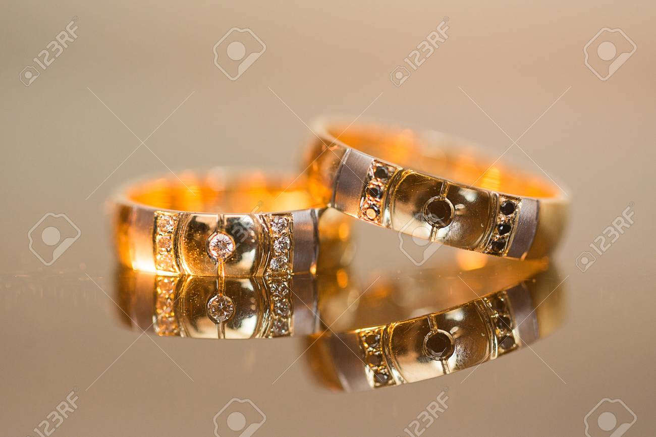Wedding rings in gold and diamonds at the table - 51747799