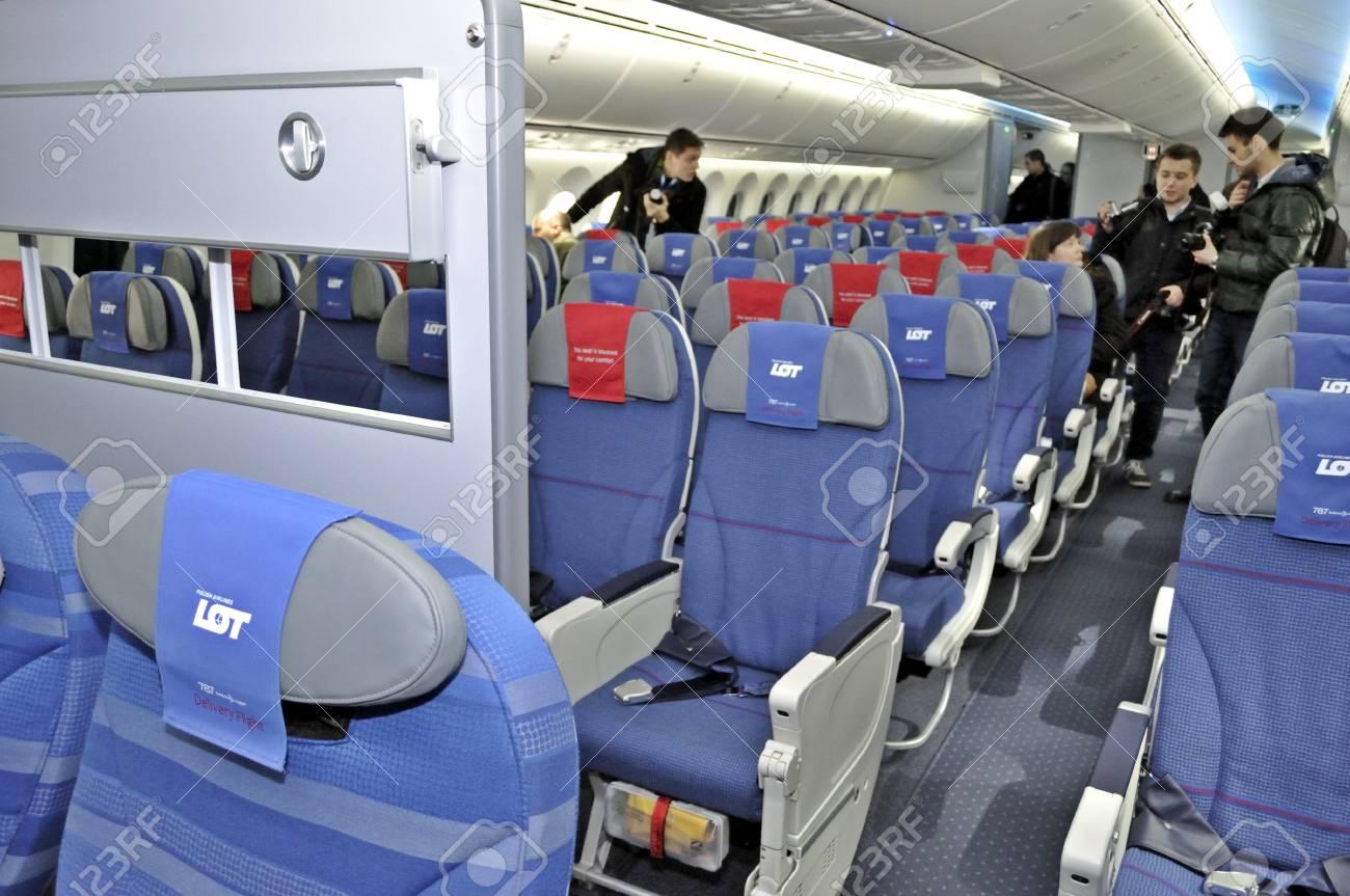 varsovie pologne 16 novembre 2012 lintrieur du nouveau boeing 787 dreamliner