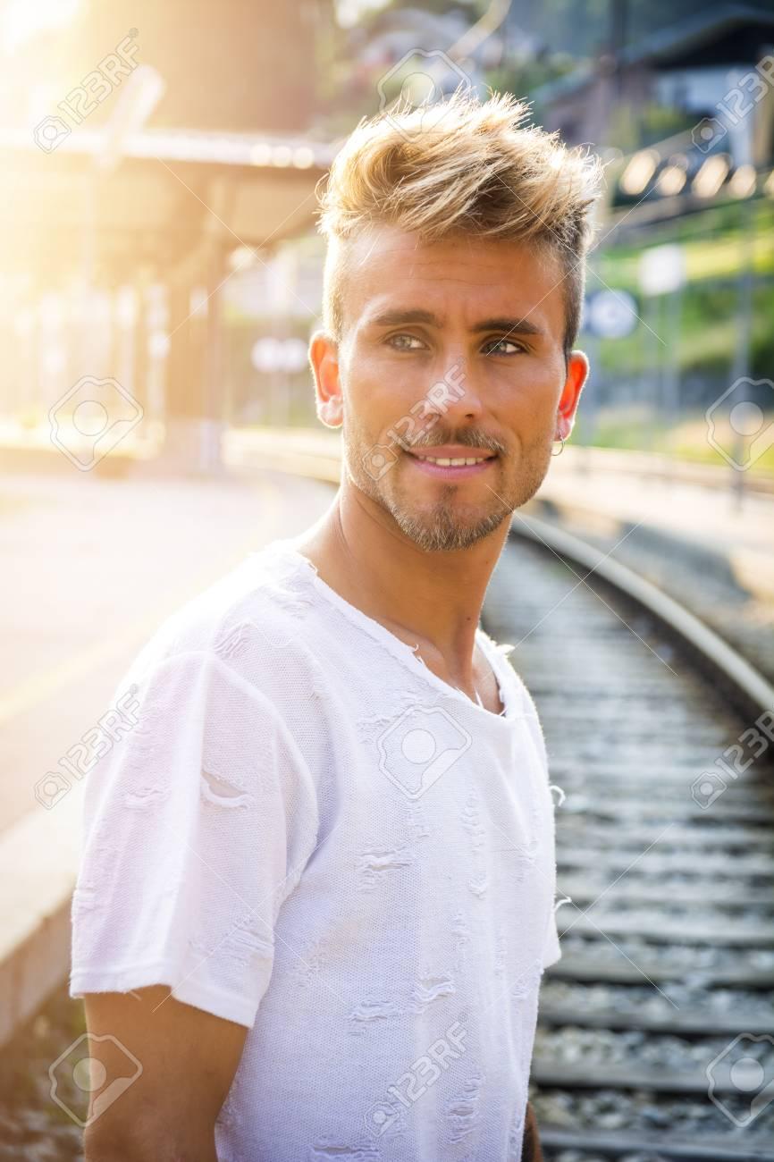 blonder junger mann