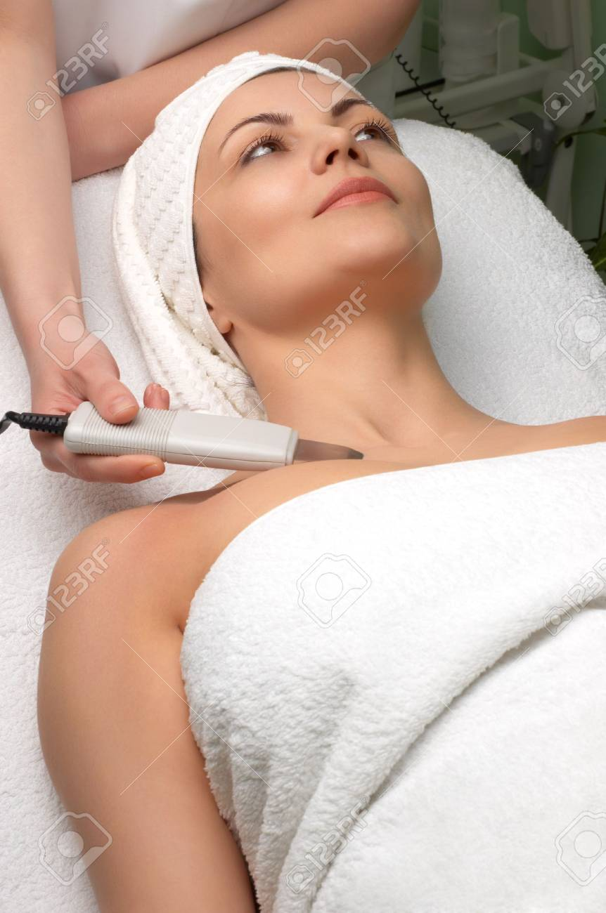 woman getting ultrasound skin cleaning at beauty salon Stock Photo - 2933549