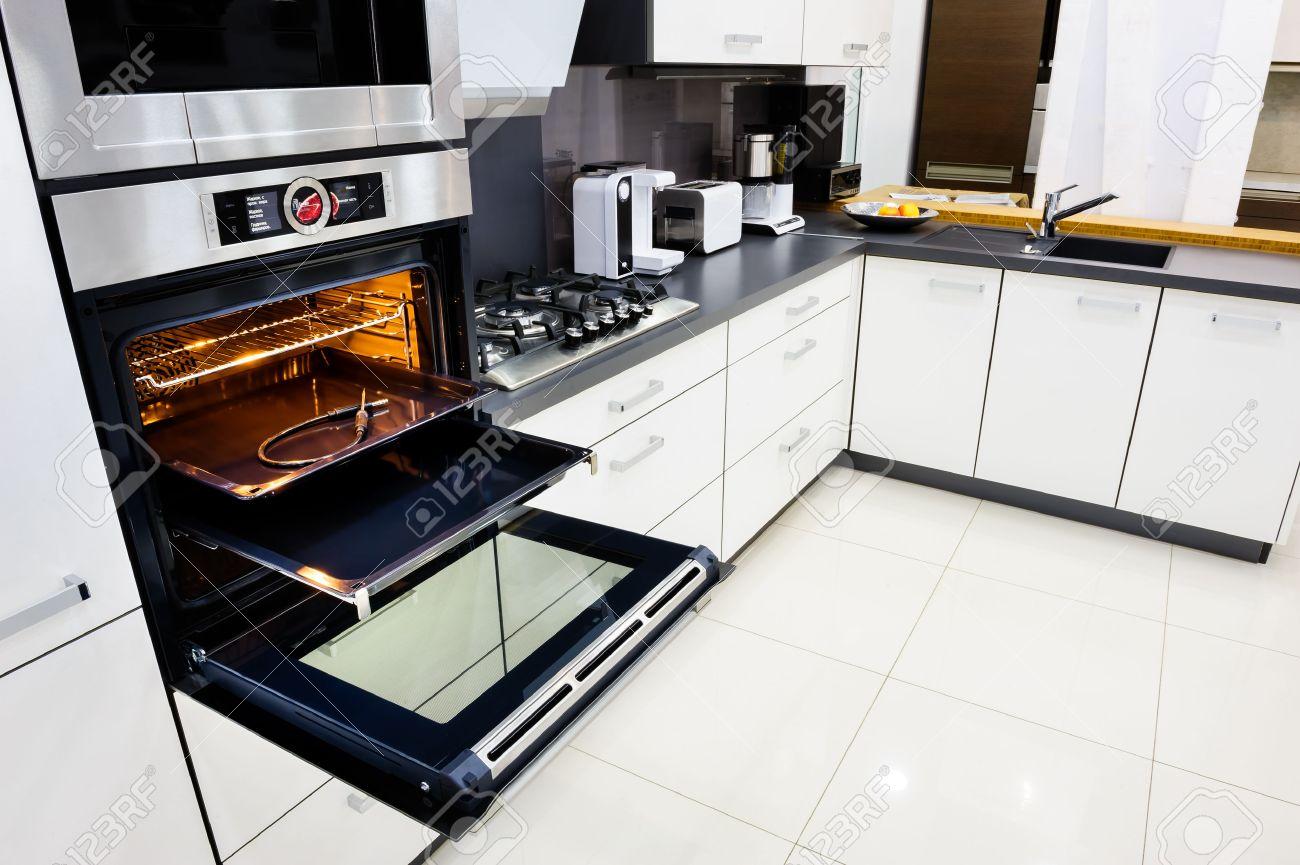 Moderne Luxe Hi-tek Zwart-witte Keuken, Schoon Inter Ontwerp, Focu ...