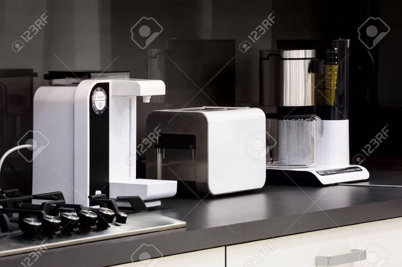 Moderne Luxus Schwarz Weiss Kuche In High Tech Stil Lizenzfreie Fotos