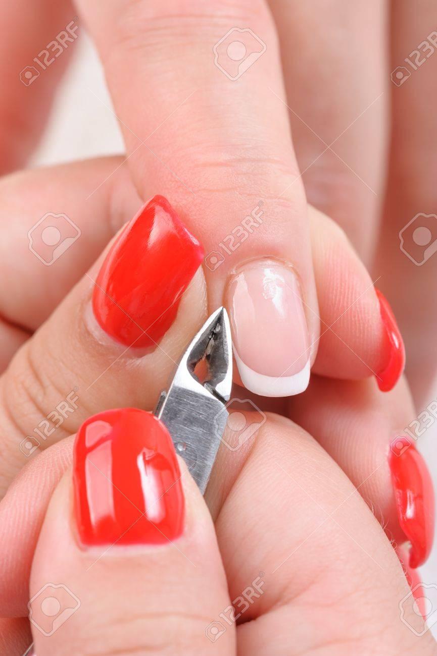 Salón De Uñas, Tratamientos De Belleza Manos, Cutículas Corte Con ...