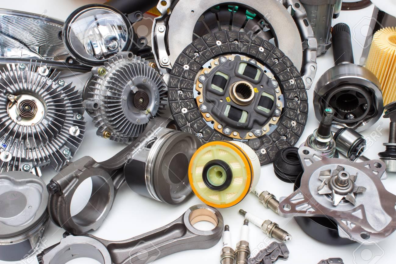 Gruppe Automobile Engine Teile Isoliert Auf Weißem Hintergrund ...