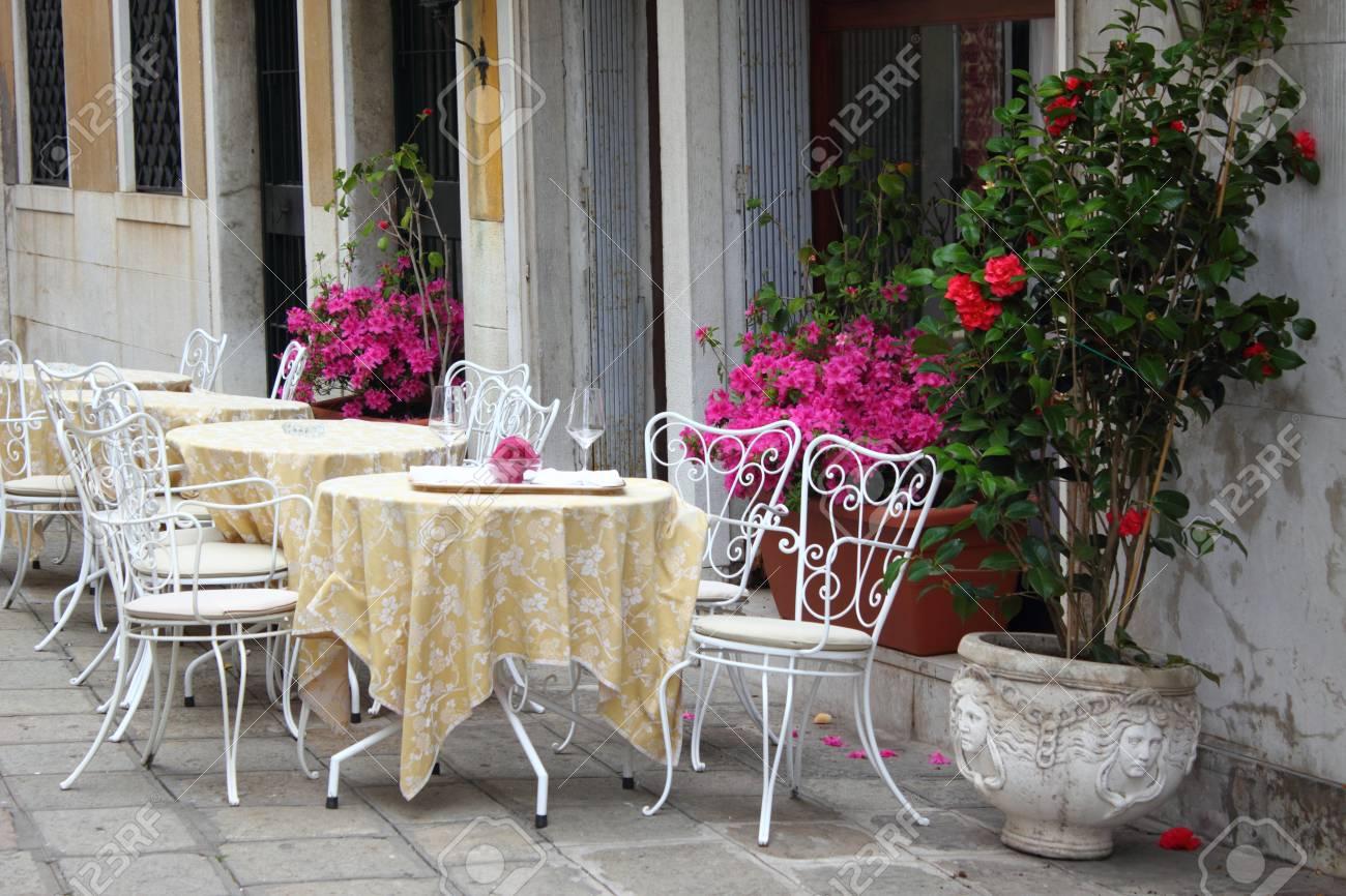 Terrasse A L Italienne Banque D Images Et Photos Libres De Droits
