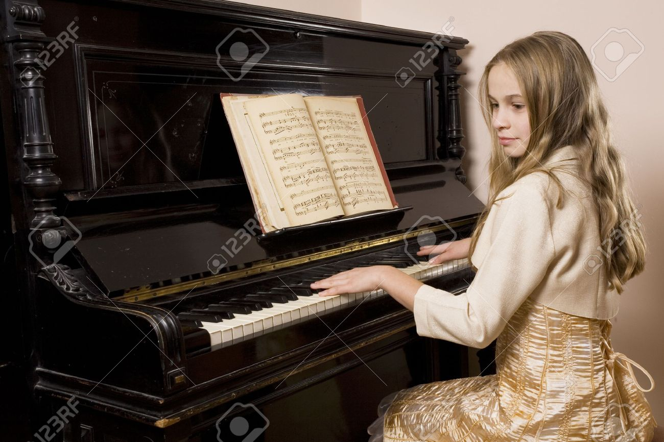 Little girl playing the piano Stock Photo - 3755881