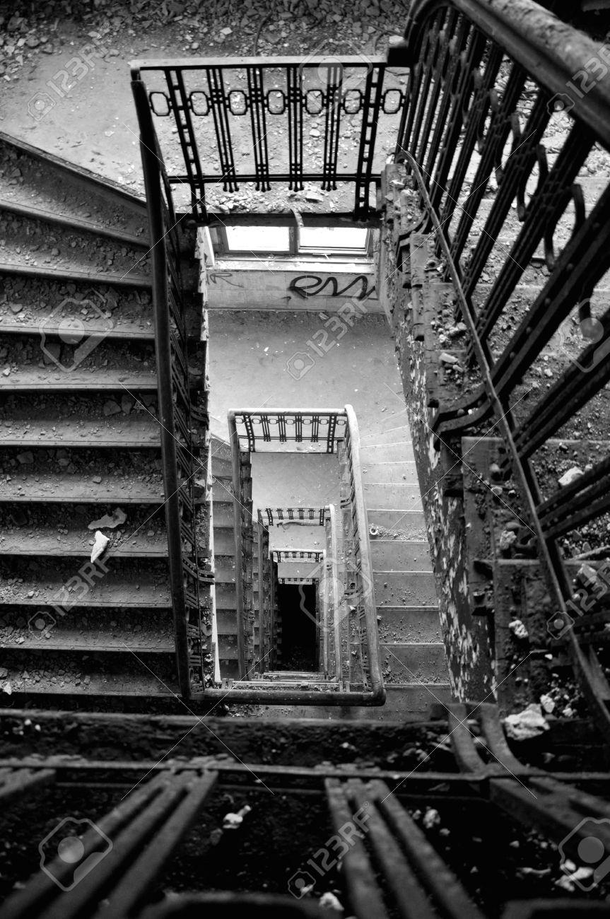 Treppenhaus Mit Einem Schonen Alten Treppe Lizenzfreie Fotos Bilder