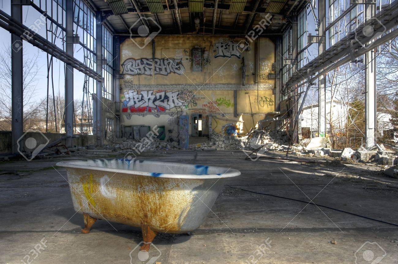 Bathtub In An Abandoned Warehouse Stock Photo, Picture And Royalty ...