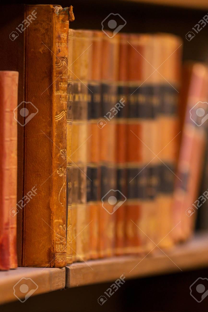 Stockholm Suède 22 Avril 2017 Livres Vintage Sur Les étagères Avec Une Faible Profondeur De Champ à La Rotonde à Stockholm Stadsbibliotek Ou