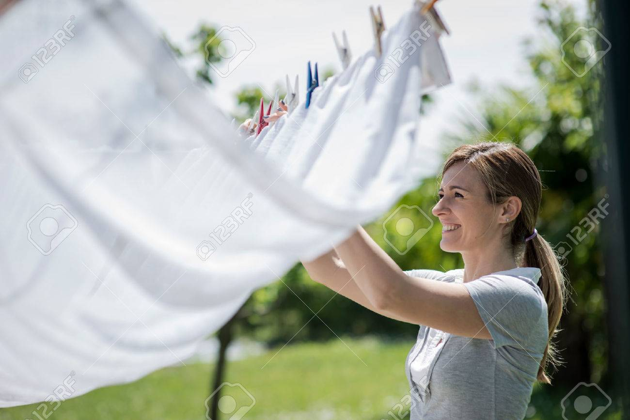 Young woman hanging up laundry - 31560357