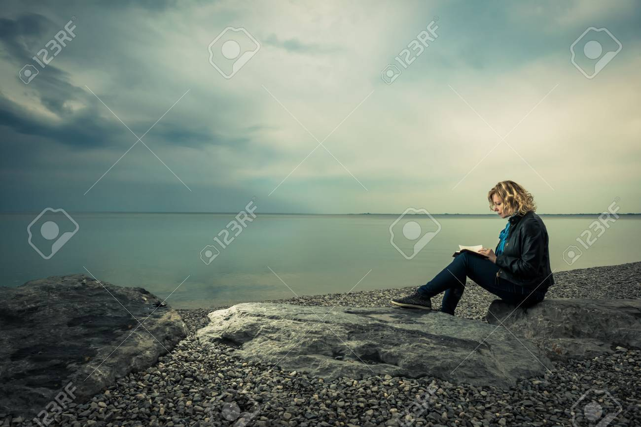 Woman writing her thoughts or poetry by the sea - 31054986
