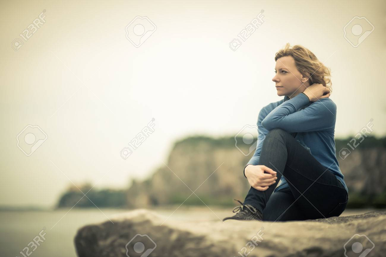 Pensive/dreaming woman on the beach - 31055005