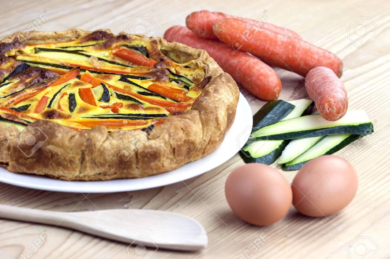 Italienische Herzhaften Kuchen Mit Karotten Und Zucchini Lizenzfreie