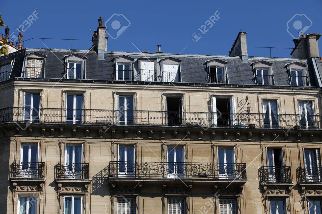 Typical Haussman building in Paris Stock Photo - 8085168