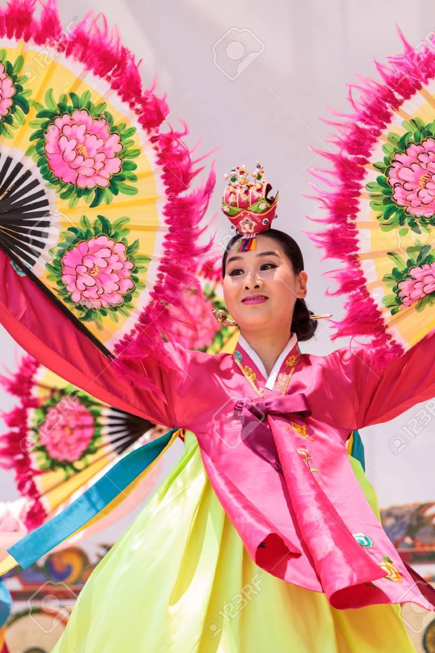 cb6957e685a9a San Diego, CA, USA   July 1, 2017: Korean Fan Dance Performed ...
