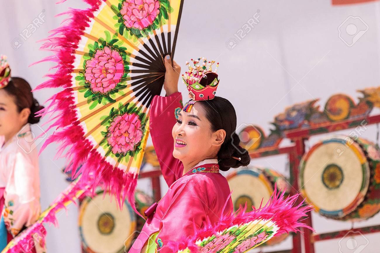 077f0f3b2f051 San Diego, CA, USA – July 1, 2017: Korean Fan Dance Performed ...
