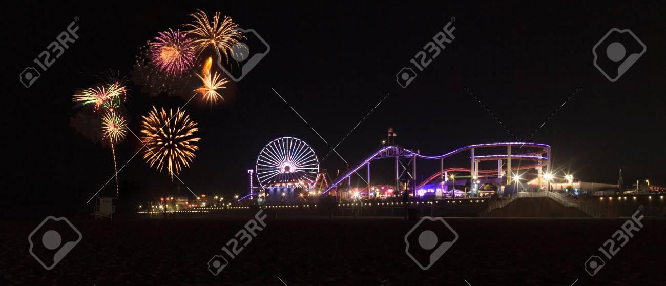 Santa Monica, CA, Los EEUU - 4 De Julio De 2017: Explosión Colorida ...