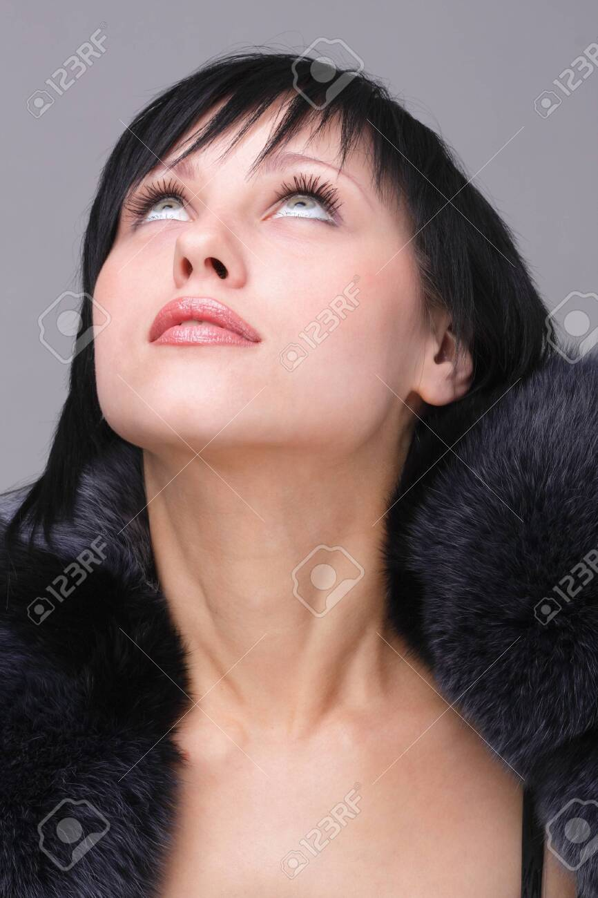 Cold weather fashion. Attractive young woman close up. Stock Photo - 4341372