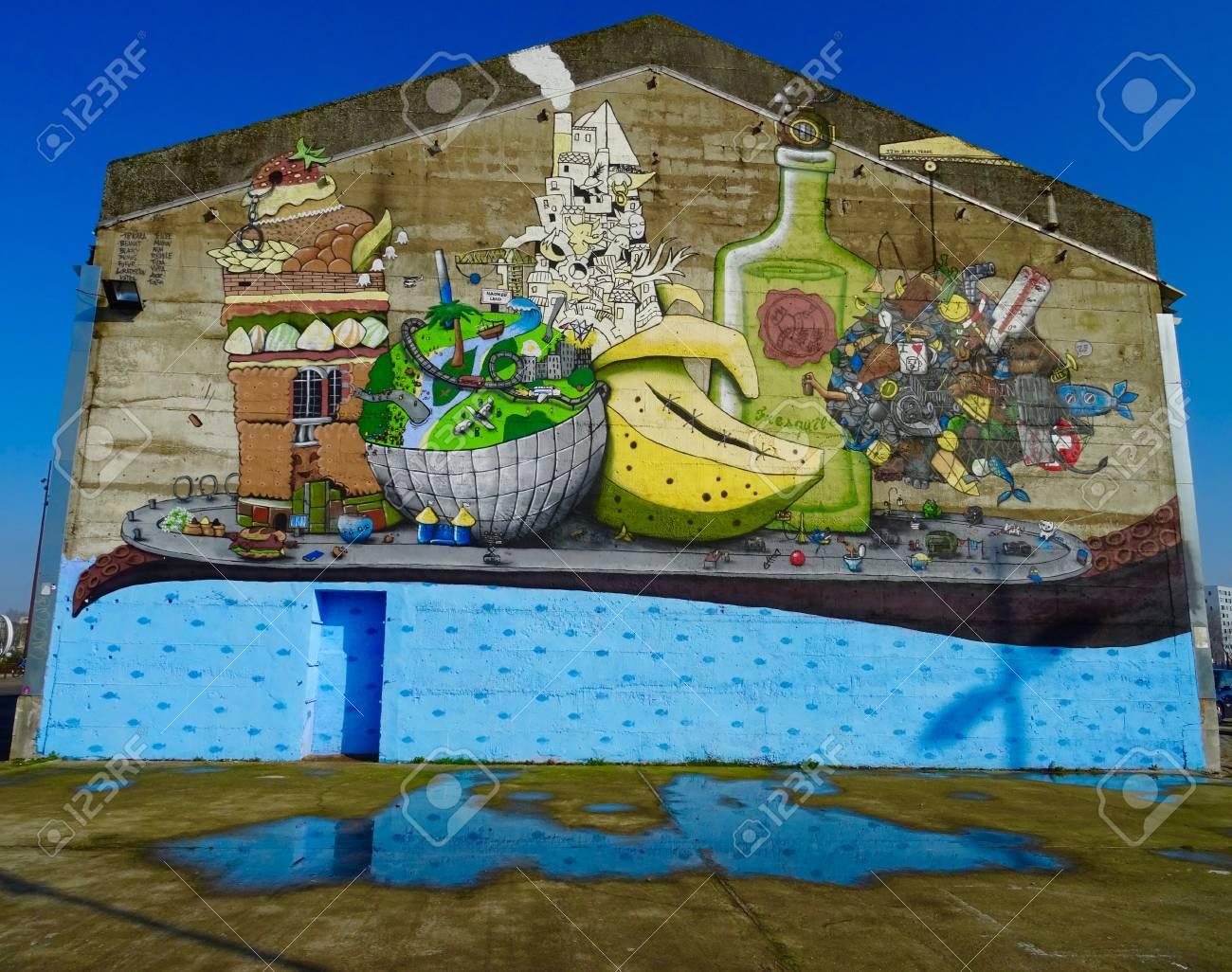 Graffiti En Una Casa Con Verduras La C En Nantes Fotos Retratos - Graffitis-en-casa