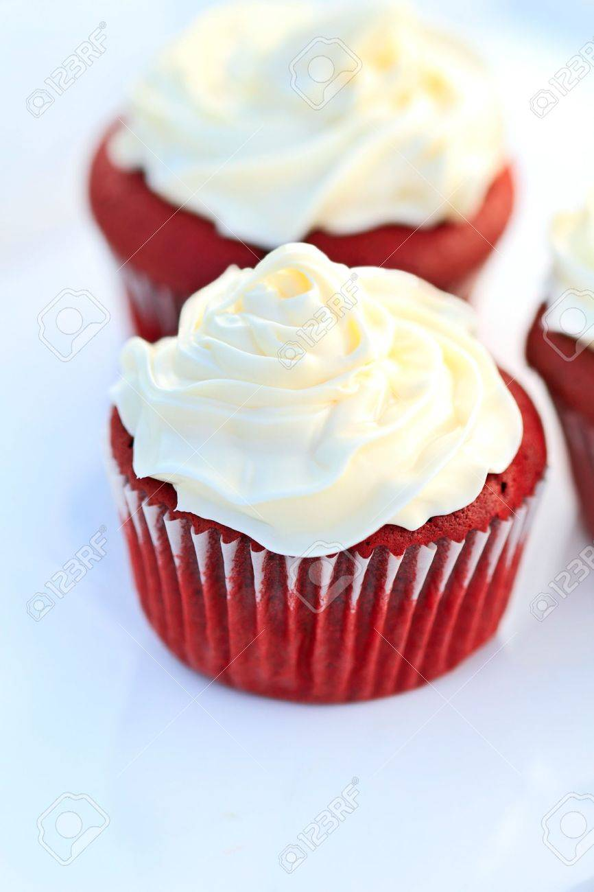 Red Velvet Cupcake with buttercream icing. Shallow DOF. Stock Photo - 6857010