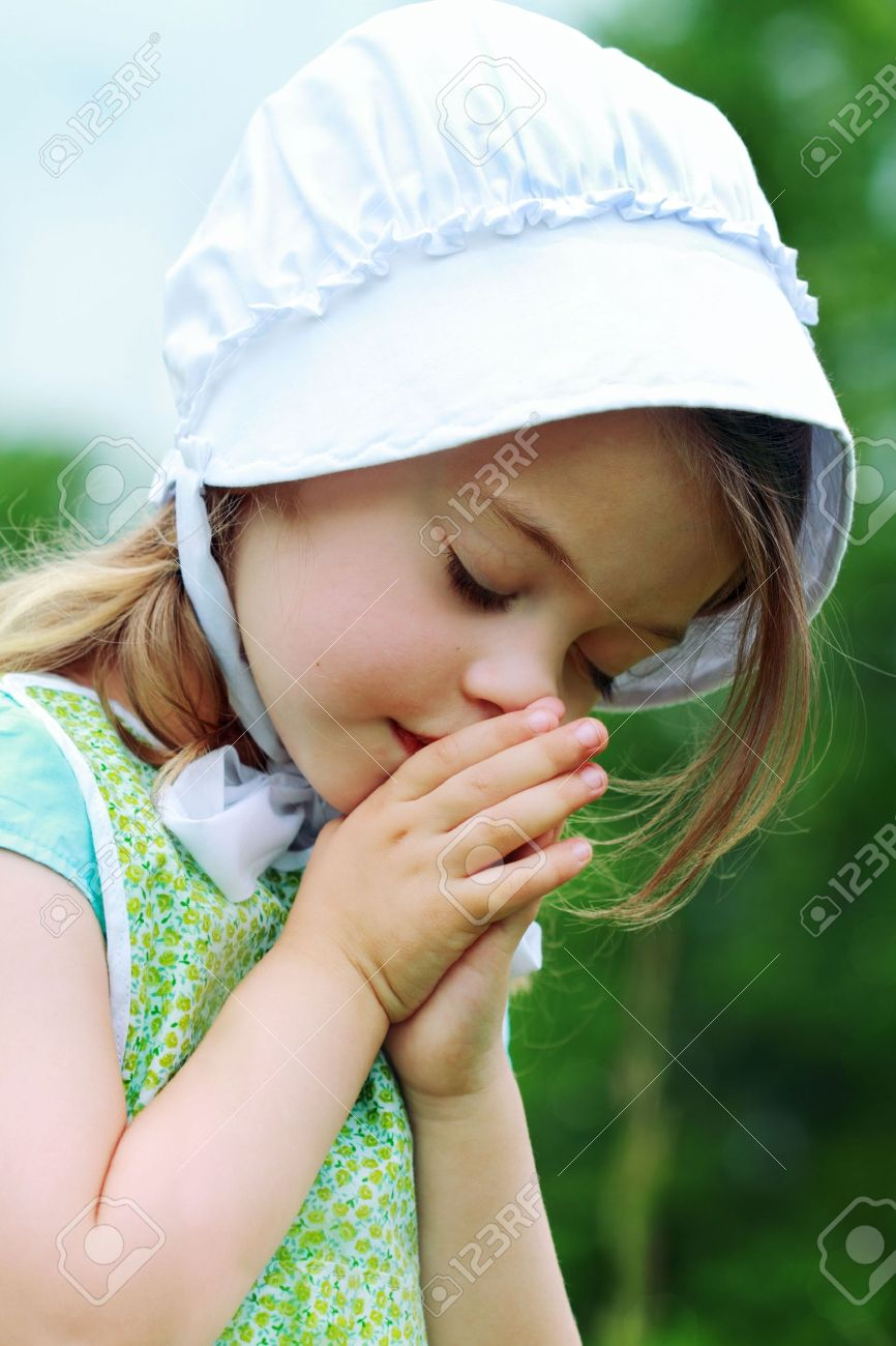 Little Amish/Mennonite child bows her head to pray. Stock Photo - 7154475