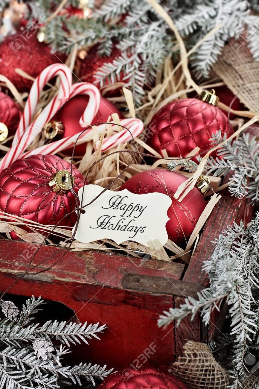 Weihnachten-Tag über Glas Weihnachtsschmuck Und Zuckerstangen In ...