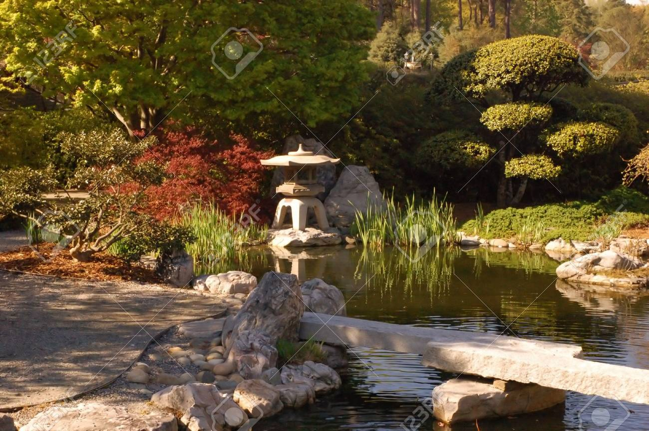 banque dimages dtente jardin chinois avec un pont sur un tang - Detente Jardin