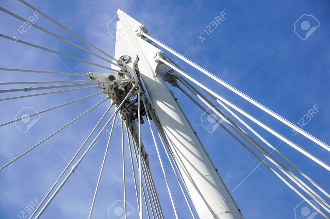Puente Suspendido En Cables Estructura Metálica De Soporte