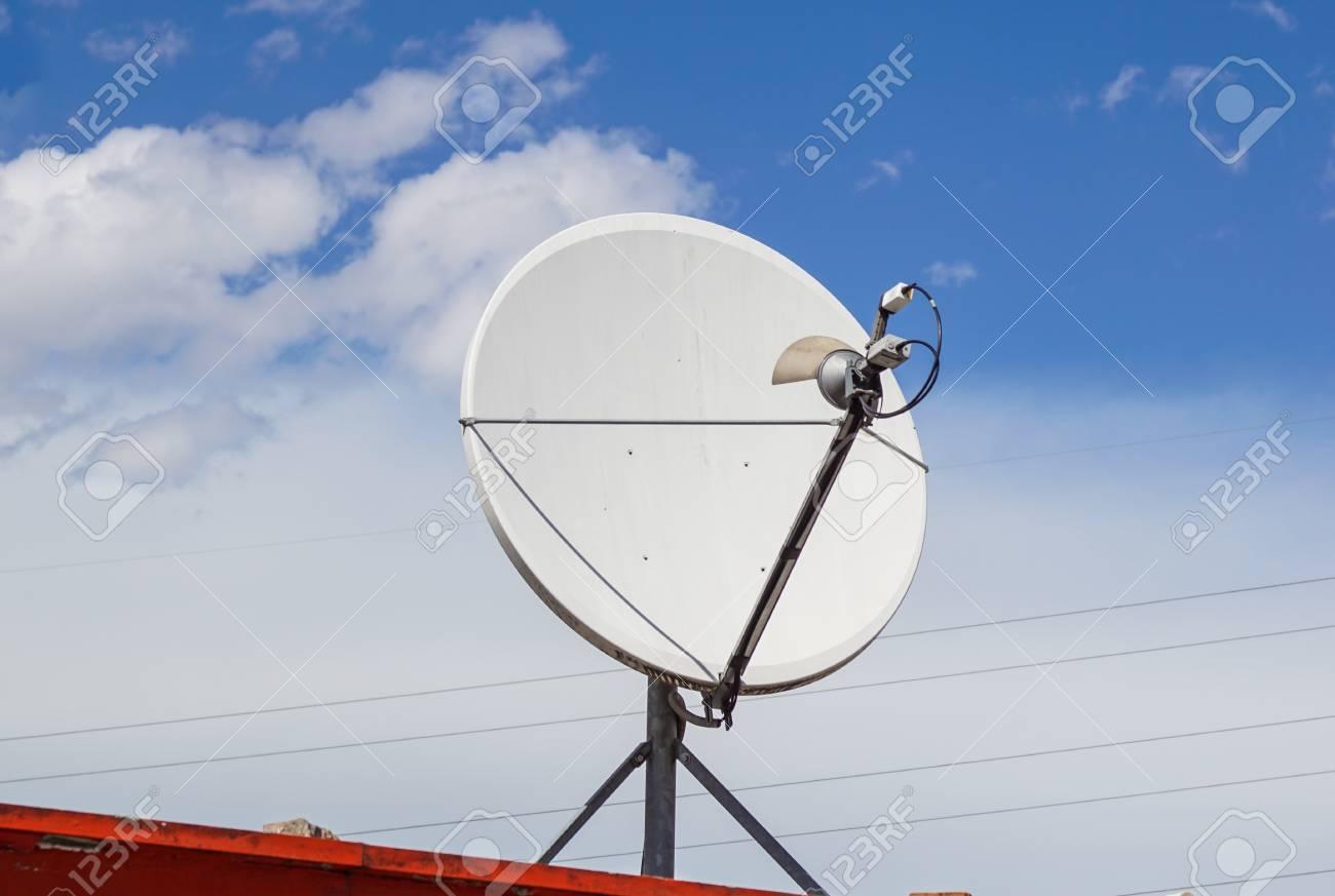 image des récepteurs de technologie parabolique d'antenne