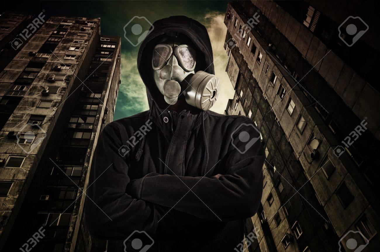 ガス マスク の 男 は 誰