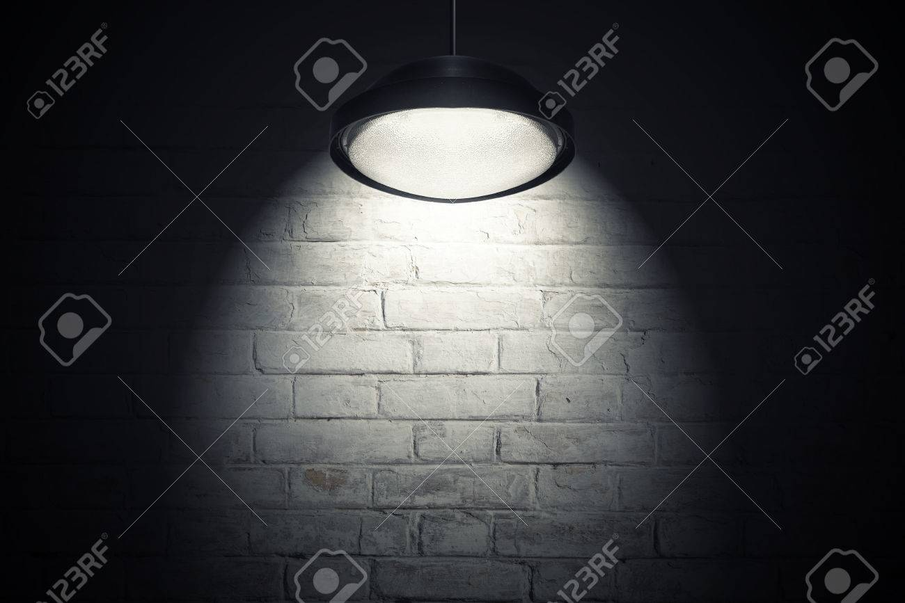 Mur De Briques Blanc éclairé Avec Une Tache Lumineuse De La Lampe De ...