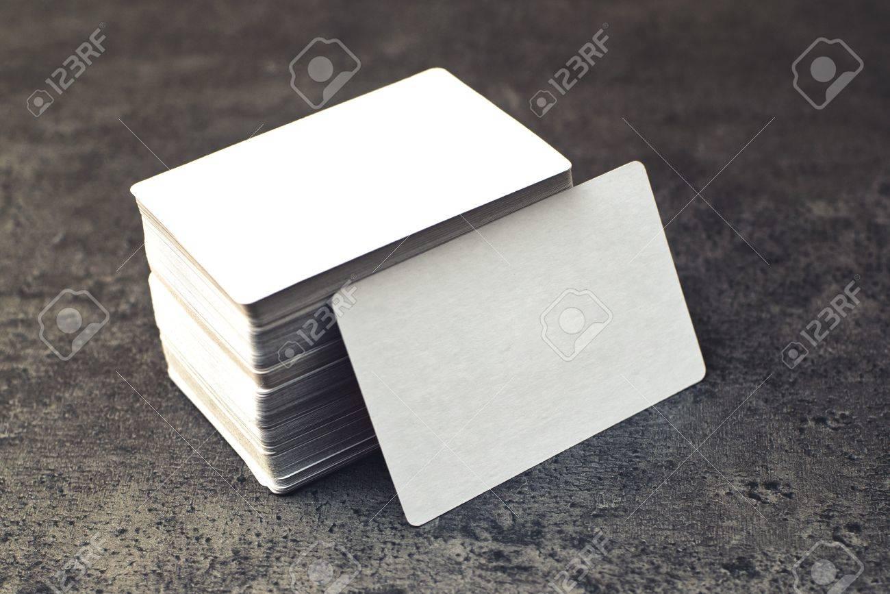 Les Cartes Daffaires Avec Des Coins Arrondis Pile De Blanc Visite Horizontale Cale Autre Copie Espace Pour Votre Conception