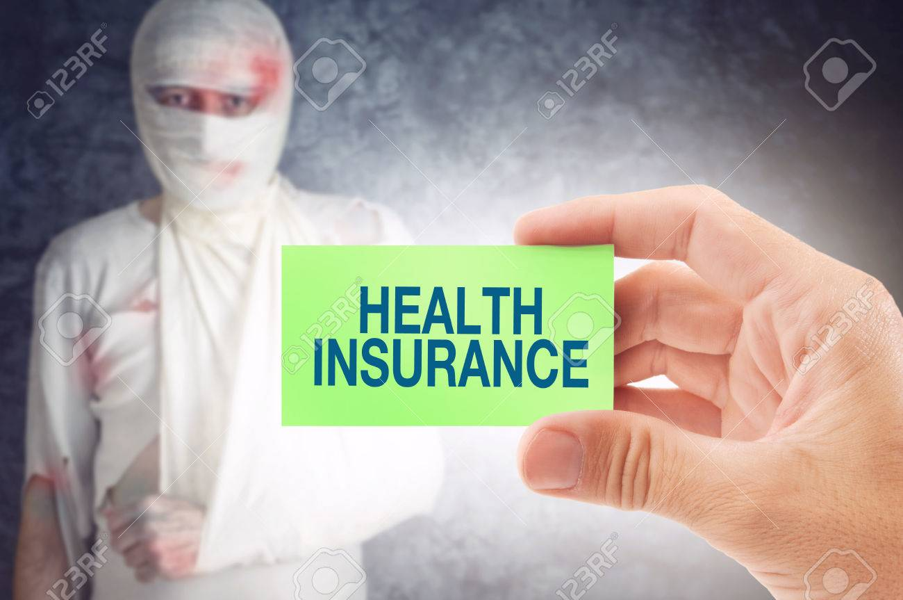 Docteur Tenant Une Carte De Visite Avec Le Titre Dassurance Maladie