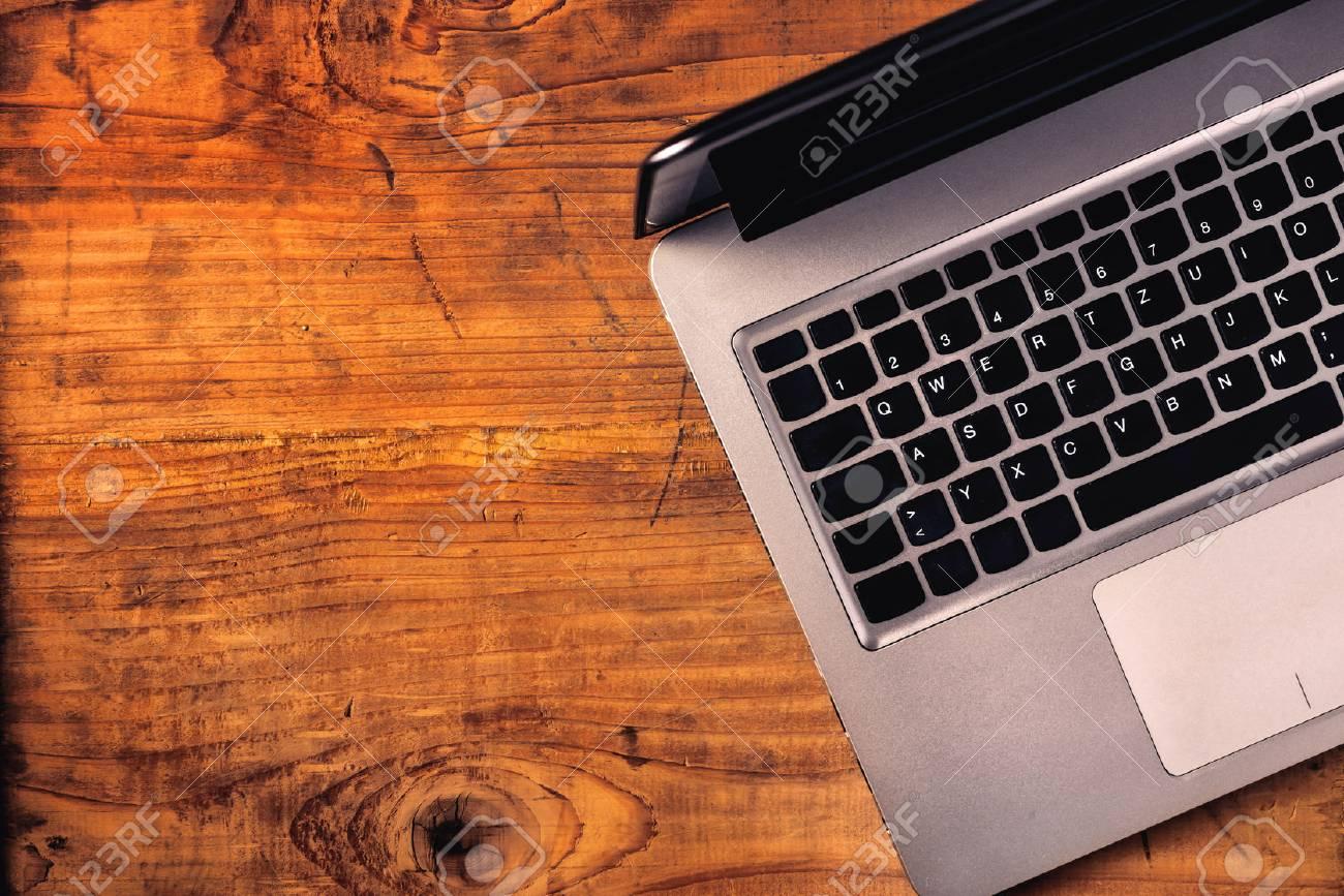Bureau bois clair design petit bureau ordinateur abi