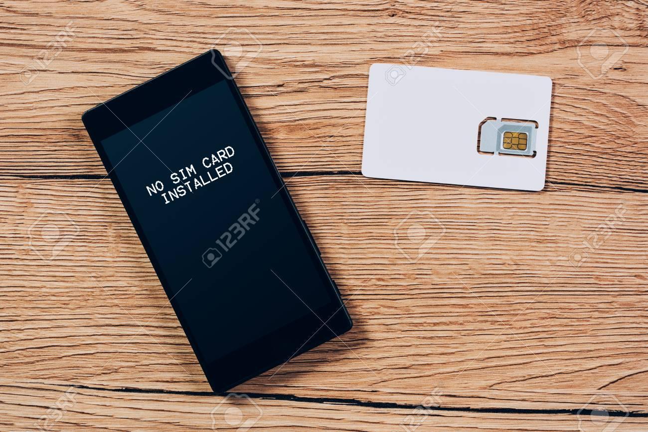 Aucune Carte Sim Installee Notification Sur L Ecran Du Smartphone Vue De Dessus Mock Up Pour Puce De Fournisseur De Telecommunication Avec Telephone