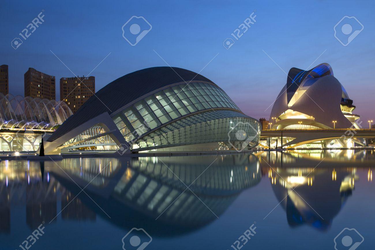 the futuristic architecture of the ciutat de les arts i de les