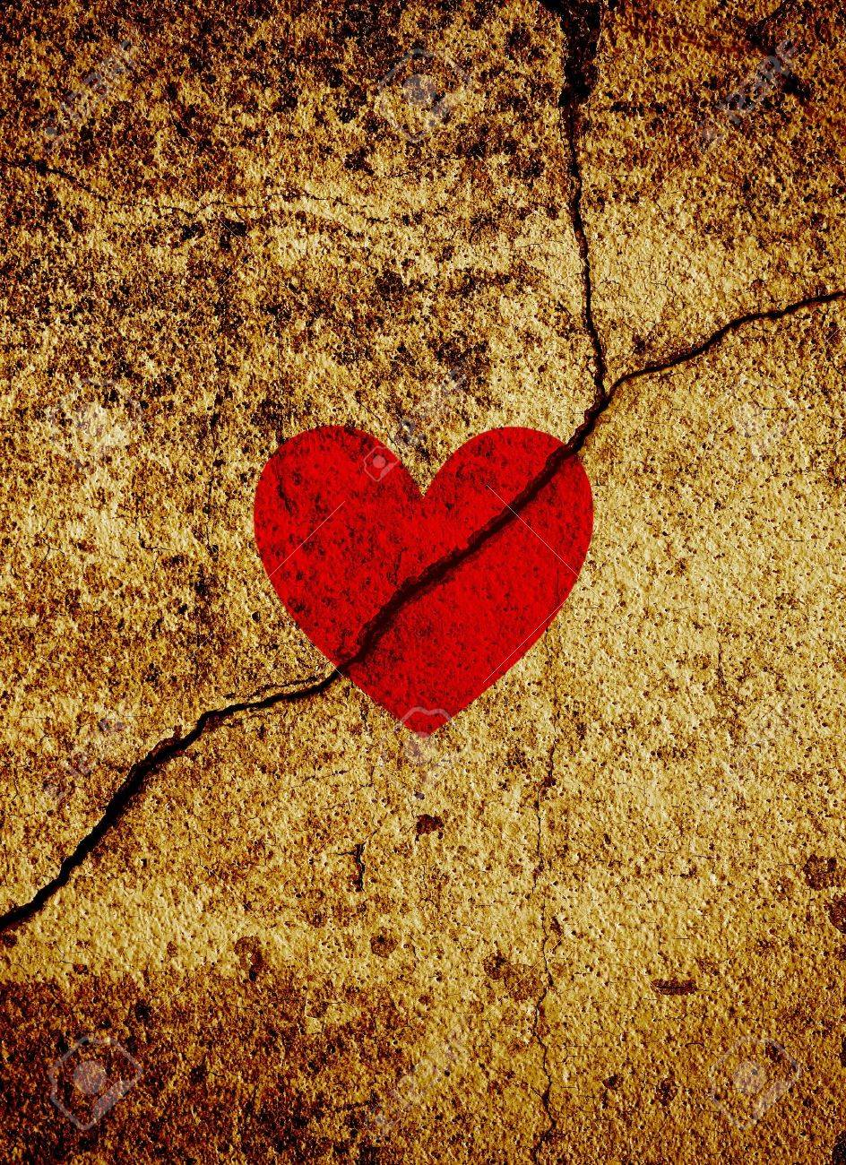 Red valentine heart on gold grunge background - 12004601