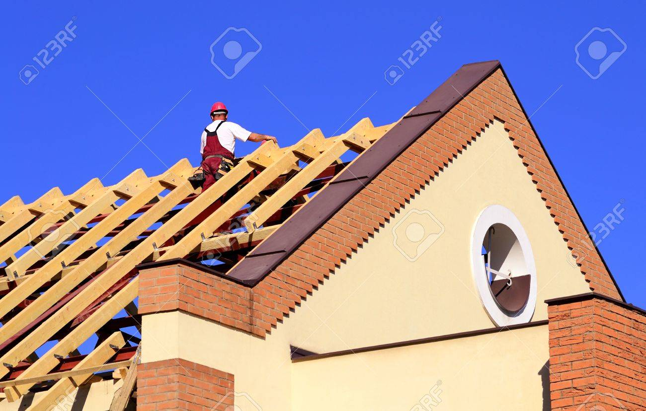 Carpenter man working on the new roof Stock Photo - 19312283  sc 1 st  123RF Stock Photos & Carpenter Man Working On The New Roof Stock Photo Picture And ... memphite.com