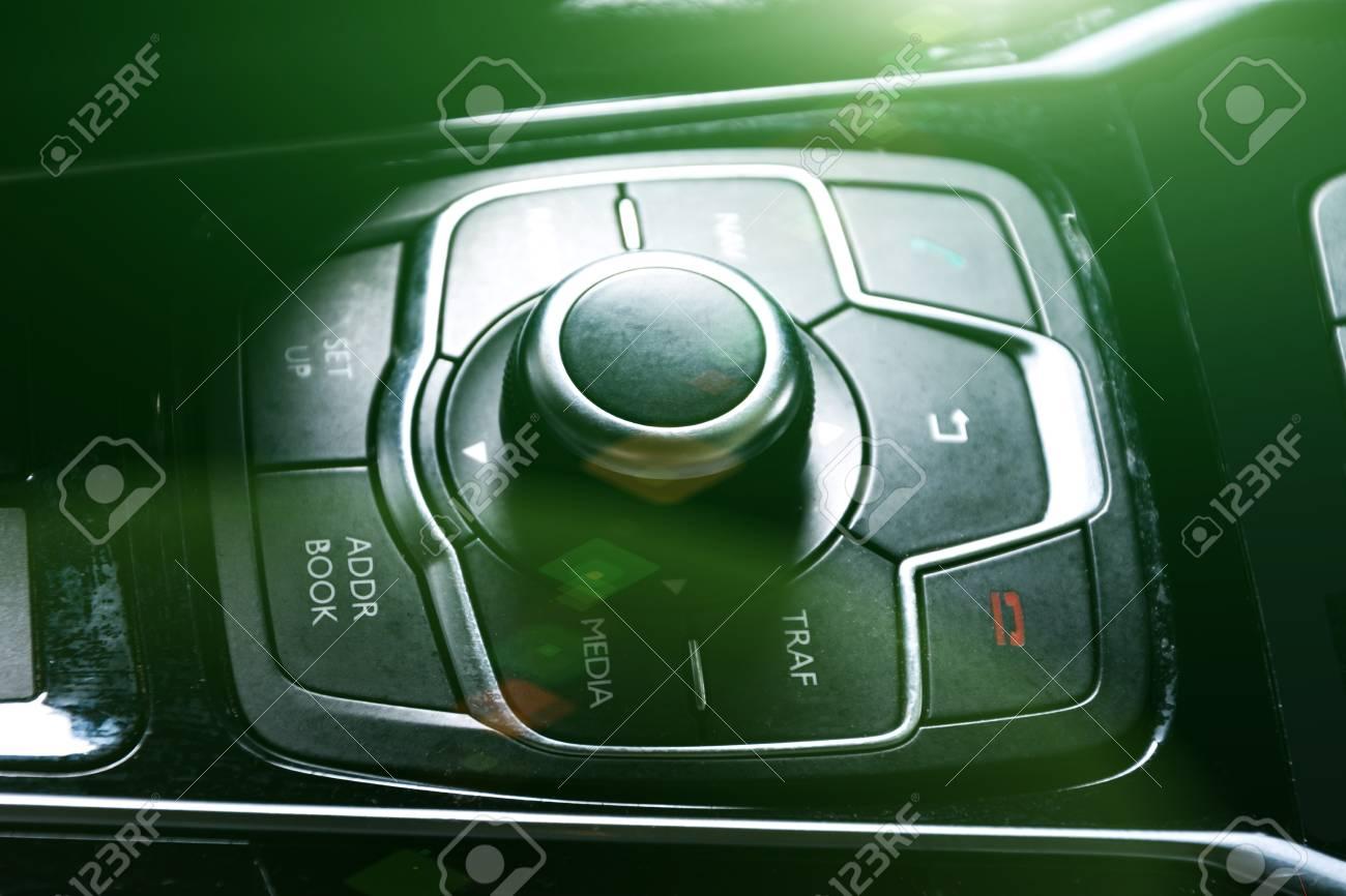 car air conditioning system,finger hitting car emergency light