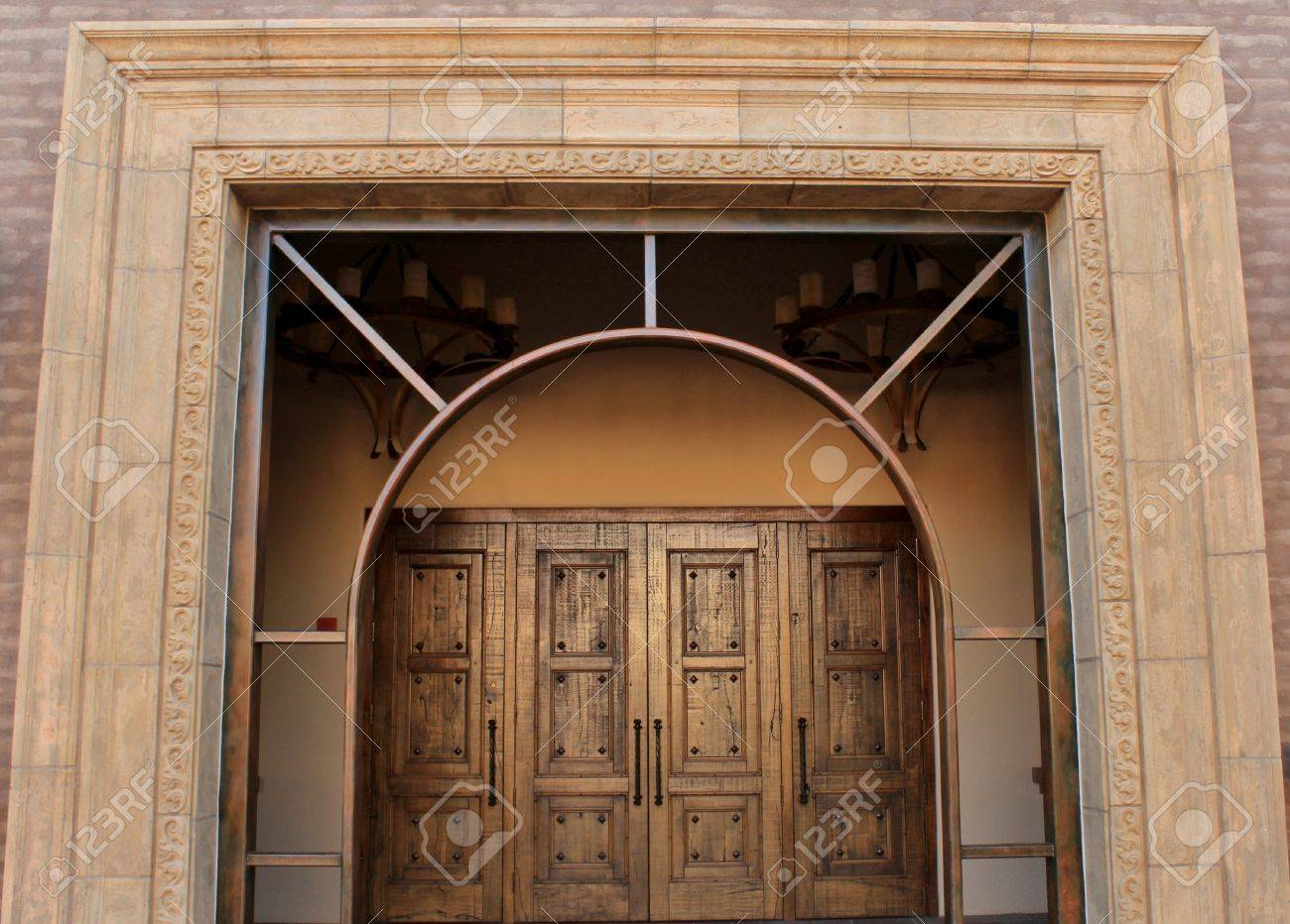 Archway leading to a giant wooden door is the entrace to this beautiful church Stock Photo & Archway Leading To A Giant Wooden Door Is The Entrace To This ...