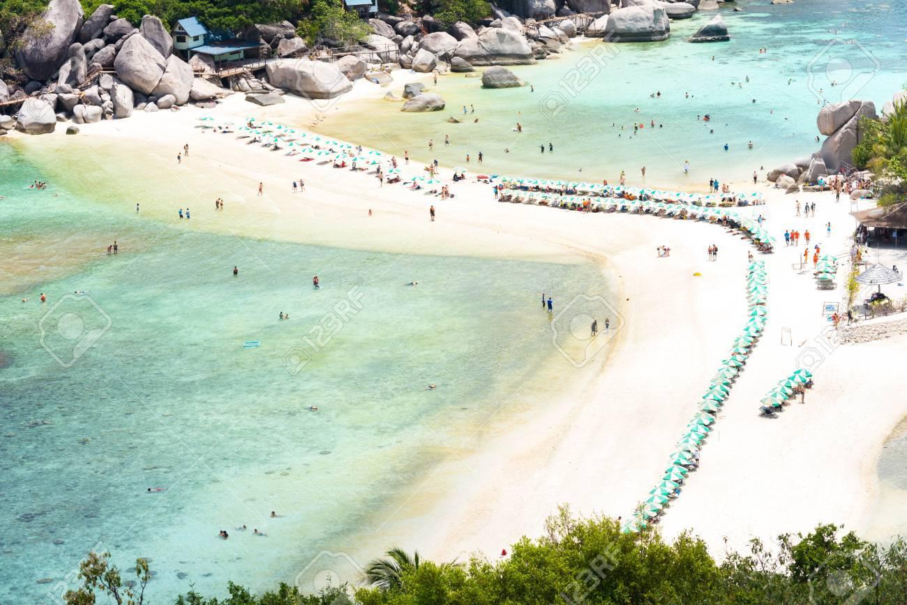 Liegestuhl mit sonnenschirm strand  Schöne Grüne Meer Und Strand Linie Mit Sonnenschirm Und Liegestuhl ...
