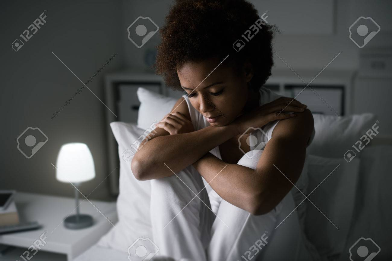 Triste Donna Depressa Seduta Nel Suo Letto A Tarda Notte Lei