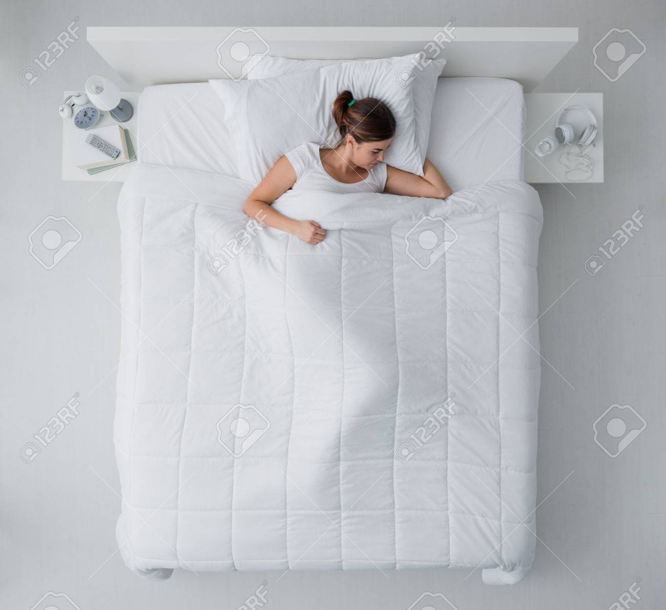 https://previews.123rf.com/images/stockasso/stockasso1702/stockasso170200077/72044568-beautiful-young-woman-lying-down-in-bed-and-sleeping-top-view.jpg
