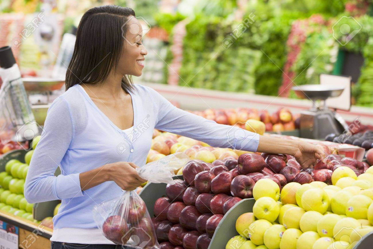 Woman shopping for apples at a grocery store Stock Photo - 3203175